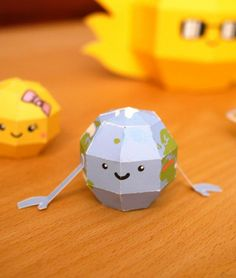 Here is something for astronomy geeks: Our solar system as a DIY papercraft kit. The set contains all eight planets, sad little pluto who not too long ago got demoted to 'dwarf planet', and – of course – our home star, the sun.