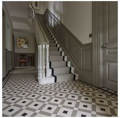 Hallway Decorating 70368812914836401 - Vintage Home Staircase Inspiration for your Vintage Home with Kate Beavis Vintage Expert Source by yourvintagelife Hall Tiles, Tiled Hallway, Entryway Stairs, Tiled Staircase, Black Staircase, Grey Hallway, Wainscoting Hallway, Staircase Ideas, House Stairs