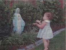 If you are devoted to the Virgin Mary, this picture will just make you SO HAPPY! Little 1 yr old Anna Maria always wants to go to The BLessed Virgin Mary in the yard and talk to her and kiss her and be close to her! Blessed Mother Mary, Blessed Virgin Mary, Sainte Therese De Lisieux, St Therese, Immaculée Conception, Prayer Garden, Religion, Mama Mary, Holy Mary