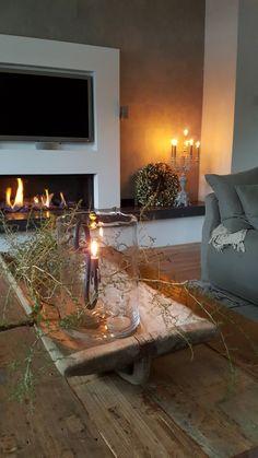 BINNENKIJKEN bij het kersthuis vanmeriam ijzendoorn. De wemelaer Interior Styling, Interior Design, Home Fashion, Rustic Farmhouse, Great Rooms, Sweet Home, House Design, Table Decorations, Living Room