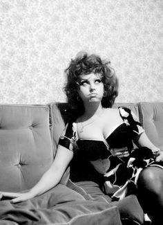 Wonderful photograph of Sophia Loren on the set of Matrimonio All'italiana...   Alfred Eisenstaedt, 1964.
