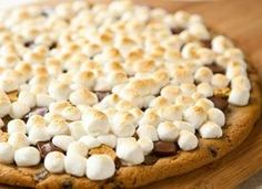 Grilled Chocolate Chip S'more Pizza. Have you ever heard of something so yummo? Pillsbury chocolate chip cookie dough is the crust. Holy Toledo:) Just cut this in half please. Hehe.