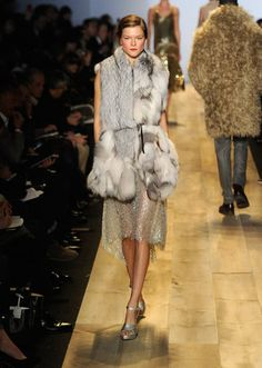 """>> """"I thought about the and those glamorous Hollywood couples — the Clark Gables and Carole Lombards,"""" Michael Kors explained of the Hollywood Couples, Hollywood Fashion, Michael Khors, Fur Coat Fashion, Michael Kors Fall, Simply Fashion, City Chic, Autumn Winter Fashion, My Style"""