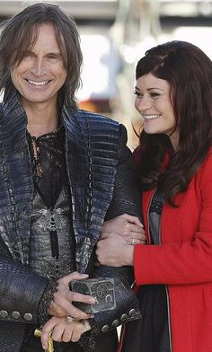 The Once Upon a Time Cast Explains Why Rumplestiltskin and Belle Are Fan Favorites #onceuponatime #ouat