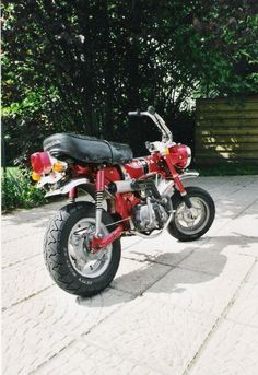 Honda Dax ST50 with LeoVince exhaust