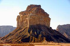 جزیره ی قشم در جنوب ایران یکی از زیباترین مناطق برای سفر  هست ، این جزیره مکانهای فوق العاده زیبایی داره که واقعآ باید حداقل یک بار برای دیدن آنها به قشم سفر کرد    Here is Qeshm Island in Southern Iran . Qeshm Have Amazing and Beautiful Nature