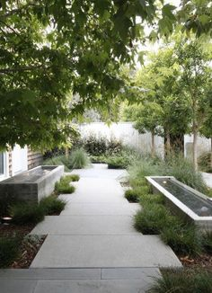 Image via Gardenista, Designer: Mark Tessier Landscape Architecture, Photographer: Art Gray
