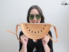 Watermelon crossbody shoulder bag tan natural leather - vaalea olkalaukku nahkaa vesimeloni
