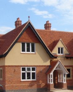 House in Buckland Common Product Used: Traditional Colour: Wealden Red/ Elizabethan/ Antique Mix Description:  Keymer's handmade traditional clay roof tiles and finials have contributed significantly to the overall looks and prestige of an exclusive new Buckinghamshire home. Situated in Buckland Common, the house stands in four acres of land, with unobstructed views overlooking the Chiltern Hills.
