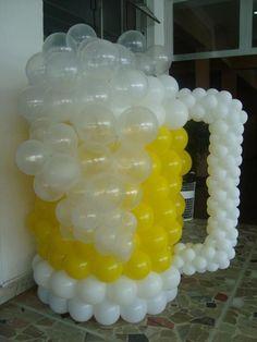 balloon beer mug ...beer  theme party Jarra de cerveza hecha con globos para fiesta tematica dedicada a la cerveza o una despedida de soltero o una fiesta de jovenes amantes de la cerveza decoracion terraza de cerveceria en verano