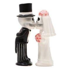 Magnetic Salt and Pepper Shaker Set - Skeleton Couple - 8775