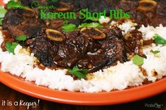 An easy and tasty Slow Cooker Korean Short Ribs recipe. It's one of the best slow cooker recipes of all times. Rib Recipes, Crockpot Recipes, Cooking Recipes, Crockpot Dishes, Beef Dishes, Dinner Recipes, Korean Short Ribs, Easy Shredded Chicken, Short Ribs Slow Cooker