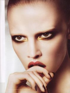 The New Beauty Trend of Bleached Eyebrows #BleachedEyebrows