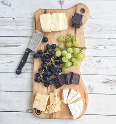 has some tasty tips on how you can and make a delicious snack for impromptu gatherings. Grape Recipes, Yummy Snacks, Recipe Using, Easy Meals, Tasty, Healthy, Tips, Quotes, How To Make