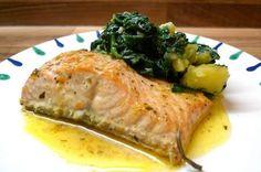 Gedämpfter Lachs mit mediterranem Kartoffel-Spinat