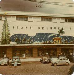 Fachada da Sears Paraíso, na rua 13 de Maio. Ela se manteve assim até 1989, quando o prédio foi reformado para virar o Shopping Paulista.
