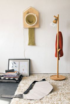 The 365 Knitting Clock - Designed by Siren Elise Wilhelmson. It is knitting 24 hours a day, one year at a time. After 365 days the clock has turned the passed year into a 2-m long scarf!