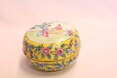 RARE Chinese Cloisonne Round Yellow Flowers Mountains 2 Geisha Trinket Box