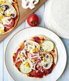 """Schnelle Tortilla-Pizza aus dem Familien-Kochbuch """"One-Pot-Gerichte für die Familie"""" von Steffi Sinzenich mit schneller Tortilla-Pizza aus dem Ofen - perfekt für das schnelle Mittagessen Tortilla Pizza, Food Porn, One Pot, Vegetable Pizza, Vegetables, Recipes With Rice, Vegetarian Recipes, Healthy Recipes, Veggies"""