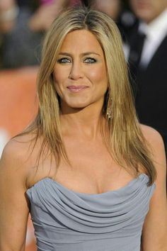 Jennifer Aniston and Selena Gomez BFF's? Jennifer Aniston Style, Jennifer Aniston Pictures, Jennifer Aninston, Nancy Dow, Viejo Hollywood, John Aniston, Actrices Sexy, Lady, Beautiful Celebrities
