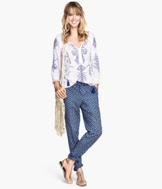 Shop The Trendiest Patterned Trousers for Spring/Summer – Carey Fashion The Effective Pictures We Offer You About Womens Summer Outfit skirt A quality picture can tell you many things. You can find th Summer Holiday Outfits, Summer Outfits Women, Jogging, Types Of Trousers, Buy Wardrobe, Printed Pants, Patterned Pants, Night Outfits, Outfit Night