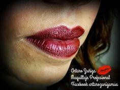 labios con terminacion metilca para este utlice un labiar color canela y encima un pigmento rojizo el cual le dio este terminado metalico.