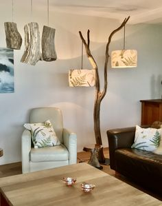 Floor lamp of 294 cm old Oak branch and lampshades in model and color of your choice. Driftwood Lamp, Branch Decor, Style Deco, Wooden Lamp, Home Projects, Diy Furniture, Furniture Design, Diy Home Decor, Sweet Home