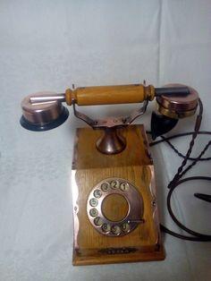 retro telefon Tesla