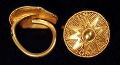 PAIR OF WESTERN ASIATIC OR            SCYTHIAN GOLD HAIR  ORNAMENTS           VII c. B.C.