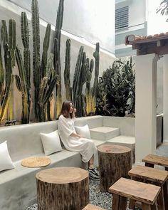 Cafe Shop Design, Coffee Shop Interior Design, Restaurant Interior Design, House Design, Deco Restaurant, Outdoor Restaurant, Balkon Design, Outdoor Cafe, Indoor Outdoor
