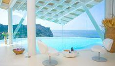 Piscina desbordante en Mallorca