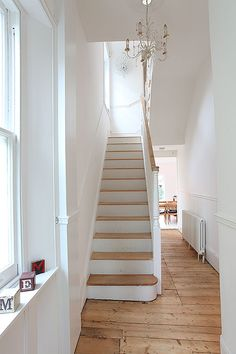 white hallway designs furniture ideas black and narrow tiles for til Painted Staircases, Painted Stairs, Wooden Stairs, Grey And White Hallway, White Walls, Stairs White And Wood, White Wood, White White, Modern Hallway