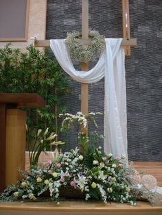 fa21tv.com bbs zboard.php?id=flower_ffc&page=4&sn1=&divpage=2&category=4&sn=off&ss=on&sc=on&select_arrange=headnum&desc=asc&no=5239 Easter Altar Decorations, Church Christmas Decorations, Easter Plants, Easter Flowers, Easter Flower Arrangements, Picture Backdrops, Altar Design, Category 4, Church Stage Design