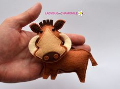 Felt WARTHOG stuffed felt Warthog magnet or ornament Warthog Safari Animals, Felt Animals, Felt Crafts Dolls, Craft Projects, Sewing Projects, Felt Kids, Felt Fox, Diy Crafts For Kids, Xmas Crafts