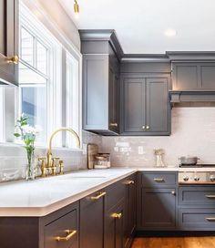 Simple Kitchen Design, Grey Kitchen Designs, Kitchen Room Design, Kitchen Layout, Home Decor Kitchen, Interior Design Kitchen, Home Kitchens, Kitchen Ideas In Grey, Modern Grey Kitchen