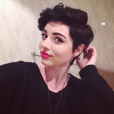 Love this pixie cut Tomboy Hairstyles, Undercut Hairstyles, Cool Hairstyles, Wedding Hairstyles, Long Bob Pixie, Androgynous Hair, Shot Hair Styles, Girls Short Haircuts, Hair Reference