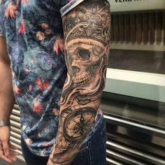 Arm Tattoo Skull Karte Kompass