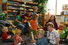 Regenboogboom bij de Zwolse Bal, een speel-o-theek voor kinderen met een handicap.