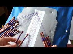 01 Encaje de bolillos para personalizar una regla: Materiales e Inicio - YouTube Videos, Youtube, Lace, Bobbin Lacemaking, Knits, Tutorials, Ornaments, Dots, Bobbin Lace