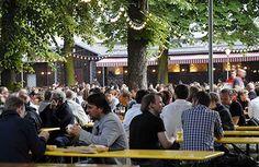 Pratergarten - schöner Biergarten mit Sitzen unter Kastanien