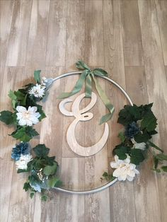 Giant wreath for front of the house made with a hoola hoop – Blumenkranz Haare Diy Wreath, Wreaths, Deco Champetre, Deco Originale, Bridal Shower, Baby Shower, Backdrops, Backdrop Ideas, Wedding Decorations