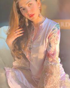 Naimal Khawar make her film debut with the film 'Verna' Asian Wedding Dress Pakistani, Pakistani Fashion Party Wear, Pakistani Street Style, Pakistani Couture, Pakistani Outfits, Indian Outfits, Indian Fashion, Walima Dress, Eid Dresses