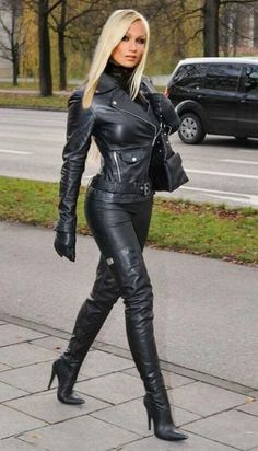 Heike - Fetish Queen in Black Leather Crazy Outfits, Sexy Outfits, Black Thigh High Boots, Lady, Leder Outfits, Sexy Latex, Sexy Older Women, Leather Dresses, Sexy Boots