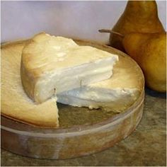Enjoyed more than a slice of Stinking Bishop yesterday. This is a great artisan cheese. I found the image on www.norbitoncheese.co.uk