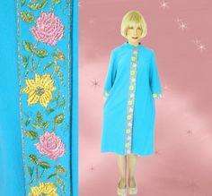 Plus Size Vintage Fleece Robe - 1960s Evelyn Pearson Cozy Warm Bathrobe - Housecoat - EARLY 60s - L by LunaJunctionVintage on Etsy