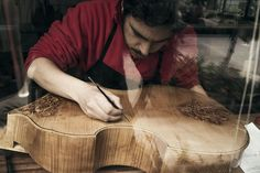The Luthier's Art: the finest classical guitarres made in Seville