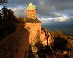 The Haut-Koenigsbourg castle in the heart of tourism in Alsace. Find its…
