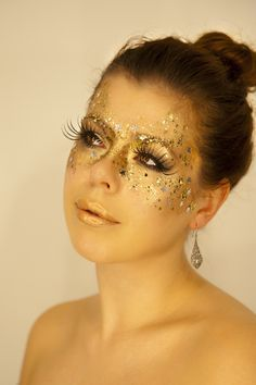 Fairy mask - masquerade mask makeup - so fun! would be so pretty for a halloween party Masquerade Halloween, Masquerade Makeup, Masquerade Party, Halloween Kostüm, Halloween Makeup, Masquerade Costumes, Halloween Recipe, Prom Makeup, Costume Makeup