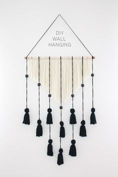Creating a Yarn Wall Hanging is very simple and the results are stunning! Easy DIY Craft Tutorial Ideas for Inexpensive Home Decor. # DIY Home Decor inexpensive 20 Yarn Wall Hanging Crafts Pot Mason Diy, Mason Jar Crafts, Bottle Crafts, Wall Hanging Crafts, Yarn Wall Hanging, Wall Hangings, Hanging Art, Diy Simple, Inexpensive Home Decor