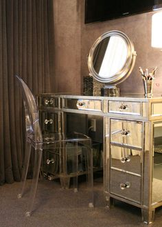 Doryn's Glamorous Return to the City — House Tour - Mirror Ideas Style Hollywoodien, Rangement Makeup, Lucite Chairs, Closet Vanity, Dresser With Mirror, Mirrored Dresser, Mirrored Table, Decoration Inspiration, Mirror Inspiration